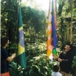 Hasteamento das Bandeiras Inca e Brasileira na Escola Mutirão