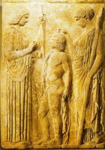 Deméter, Perséfone e o jovem Triptolemo no Elêusis, a quem a Grade-mãe destina levat a agricultura aos homens