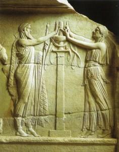 Rito de Eleusis: iniciado diante de sacerdotisa